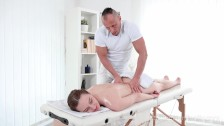 I Fucked Her Finally-Hot babe gets her sex satisfaction in massage salon