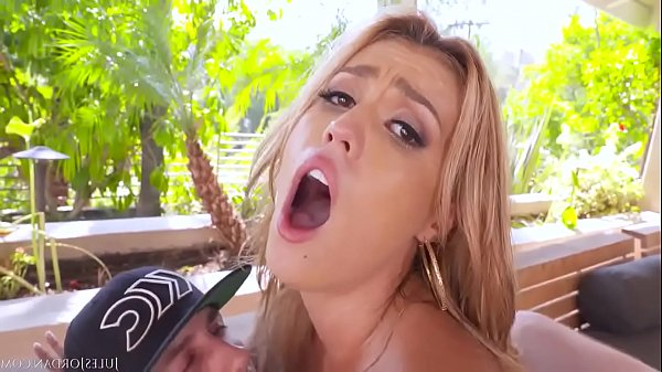 Big Booty Slut Is Fucked At The Same Time By Two BWC's